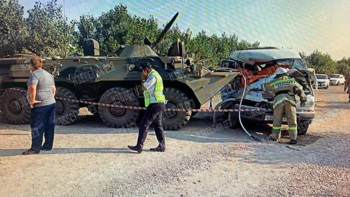 На Ставрополье маршрутка столкнулась с бронетранспортером