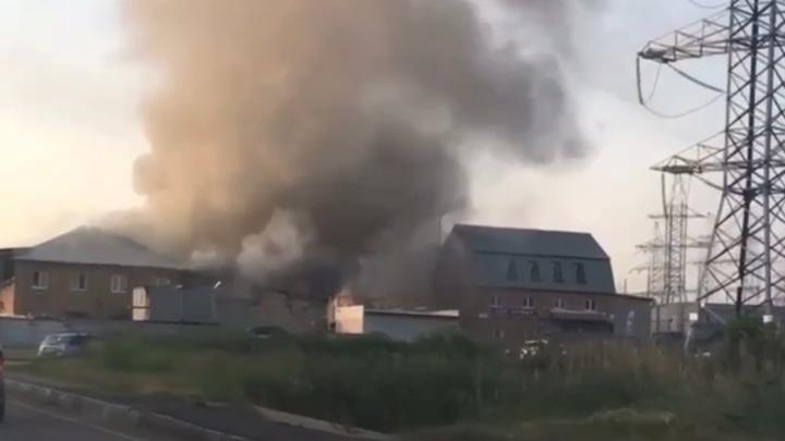 В Балашихе произошел крупный пожар на автосервисе