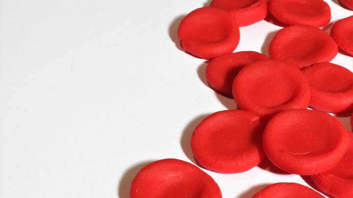 Дефицит гемоглобина может выражаться как в сокращении количества молекул гемоглобина в крови, так и в потере ими способности переносить кислород.