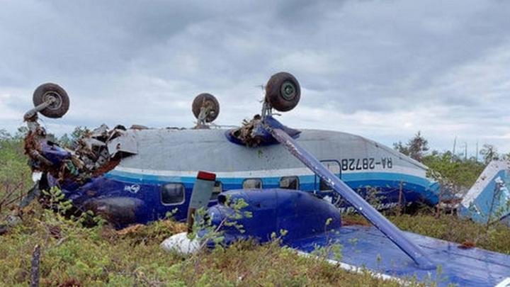 Ан-28 перевернулся после жесткой посадки в Томской области