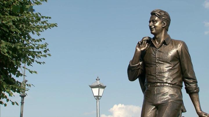 В Твери открыли памятник поэту Андрею Дементьеву