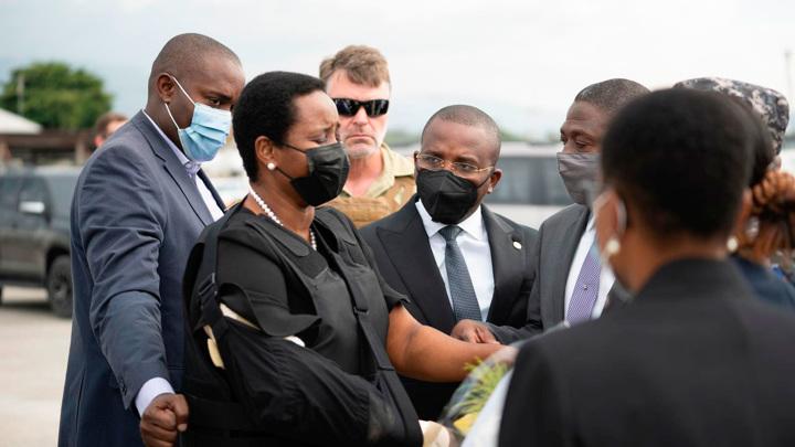 Вдова погибшего президента Гаити прибыла на родину