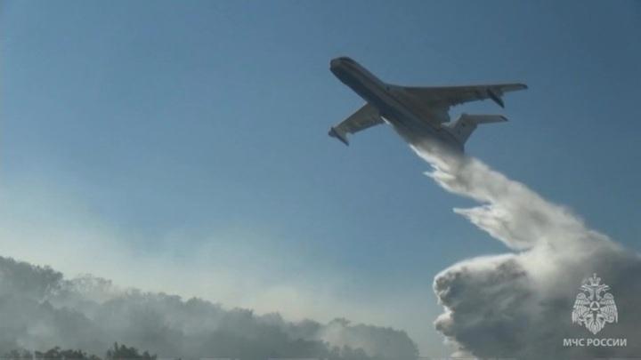 На борьбу с лесными пожарами в Якутии направлены еще два самолета Бе-200