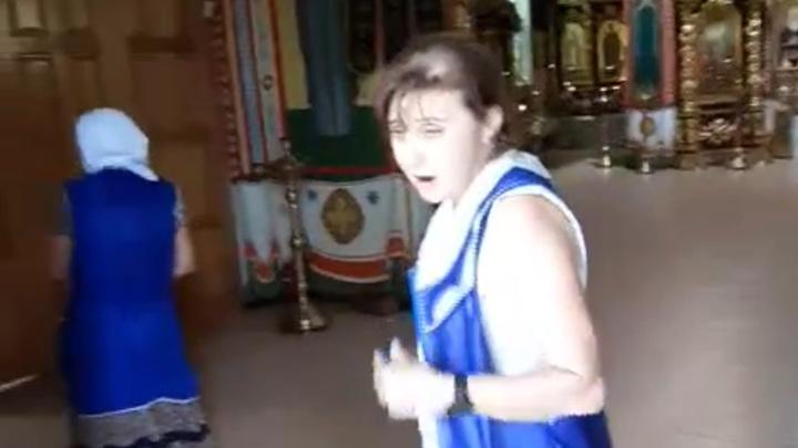 Работница храма не пустила прихожанку с коляской и была уволена