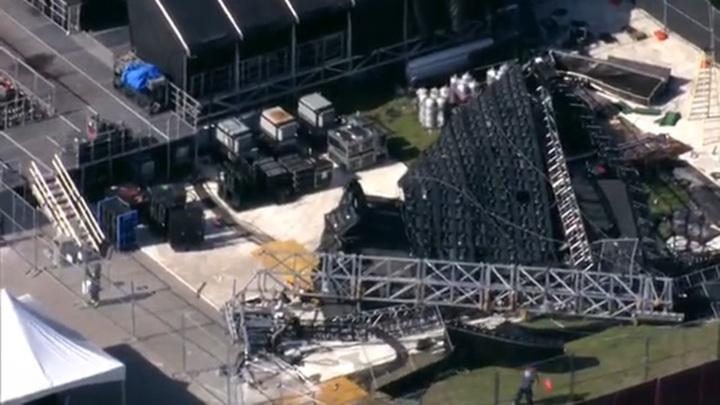 Огромный экран рухнул на сцену музыкального фестиваля во Флориде