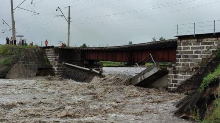 Забайкалье: на Транссибе из-за дождей обрушился железнодорожный мост