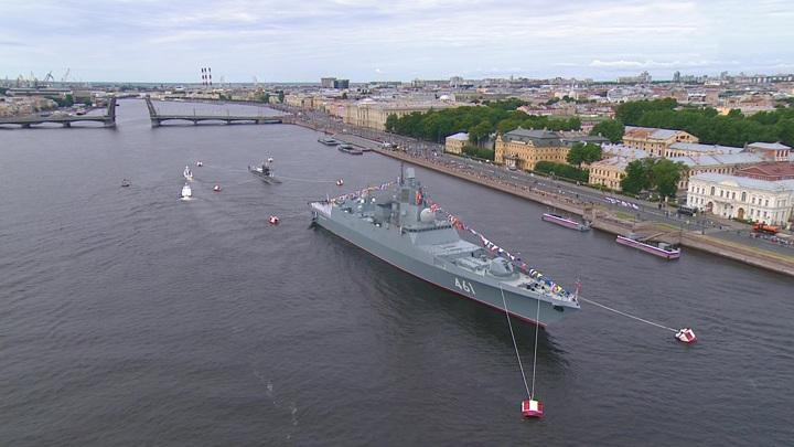В Петербурге проходит парад в честь Дня ВМФ