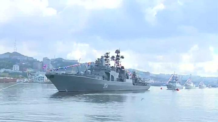 Празднование Дня ВМФ в разгаре на базе Тихоокеанского флота во Владивостоке