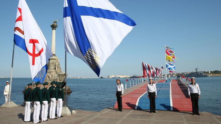 В Севастополе прошел парад кораблей Черноморского флота