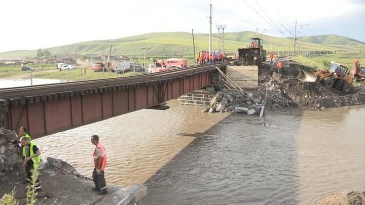 Восстановленный мост: пассажирские поезда пошли вслед за грузовыми