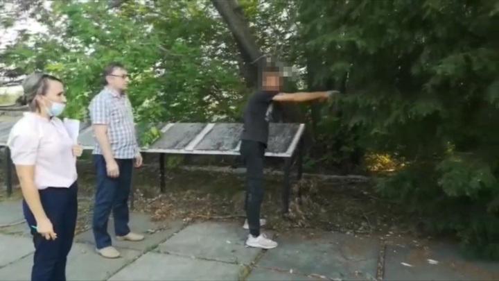 Житель Омской области разломал ограждение мемориала и сдал его на лом