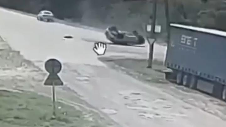 В Дагестане 12-летний мальчик перевернулся на машине. Видео