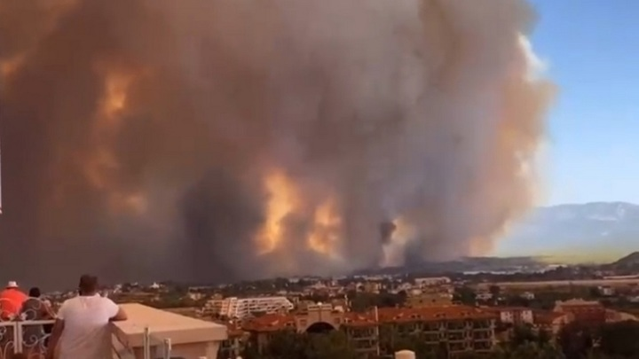 Число погибших при лесном пожаре в турецкой Анталье возросло до трех