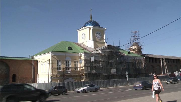 Строители нашли старинный водоотвод при реставрации Одигитриевской церкви в Смоленске