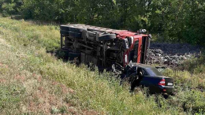 Пять человек погибли в двух авариях под Самарой