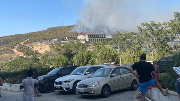 Сотню российских туристов эвакуировали из турецкого отеля