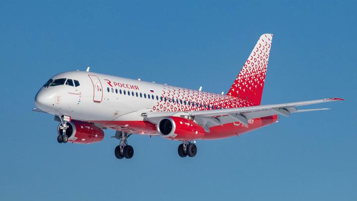 Во время полета в Москву пассажир вытащил нож