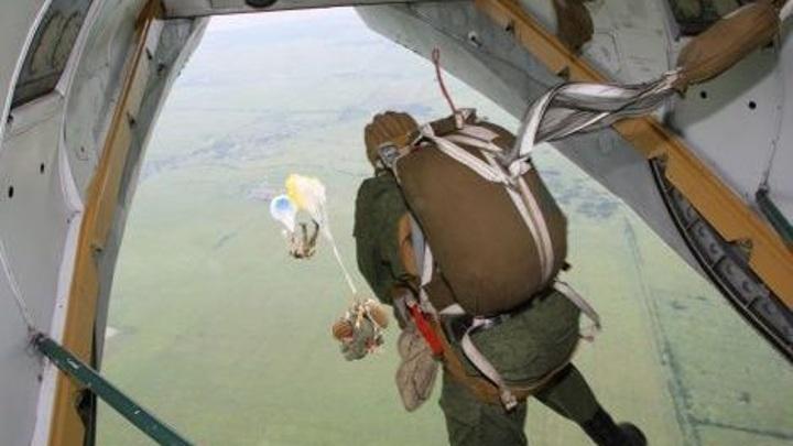 Разведчики ЧФ отработали прыжки с парашютами