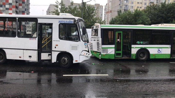 Два автобуса столкнулись на северо-западе Москвы