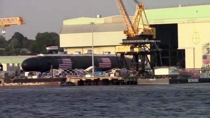 """Дочь экс-начальника штаба ВМС США чуть не сорвала """"крещение"""" субмарины"""