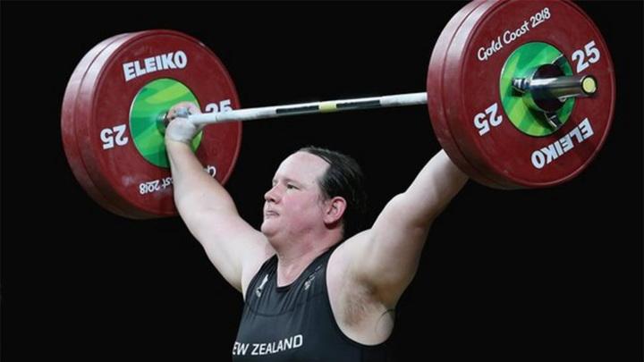 Первая штангистка-трансгендер в истории провалила выступление на Олимпиаде