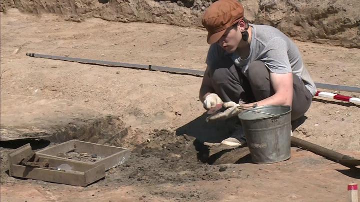 Археологические раскопки на улице Леона Поземского в Пскове продолжаются