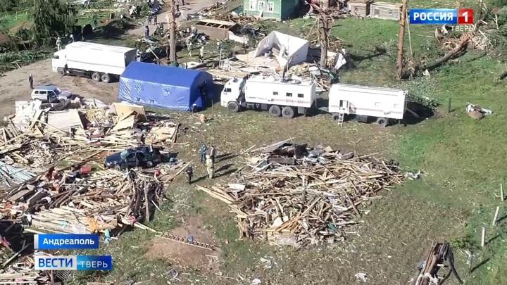 Разрушены 65 домов: в Тверской области устраняют последствия гигантского смерча