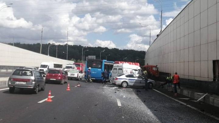 Число пострадавших в ДТП с автобусом в Москве возросло до 11