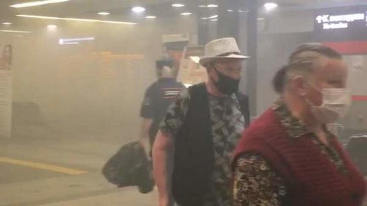 Пожарные совладали с огнем в здании Киевского вокзала