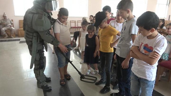 В Карабахе миротворцы из России провели открытый урок для школьников