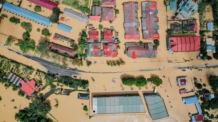 По мере разогрева планеты люди будут страдать не только от самих экстремальных погодных условий, но и от климатических бедствий.