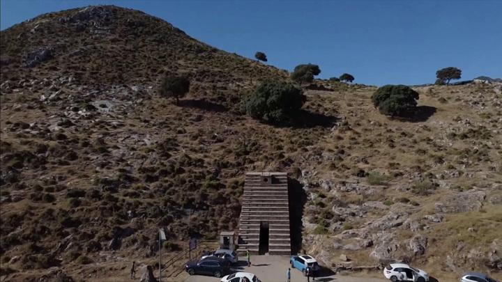 Ученые обнаружили древние наскальные рисунки в пещере Куэва-де-Ардалес в Испании
