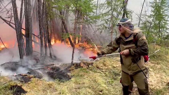 Пожары в Якутии: Трутнев и Зиничев вылетели в Намский район