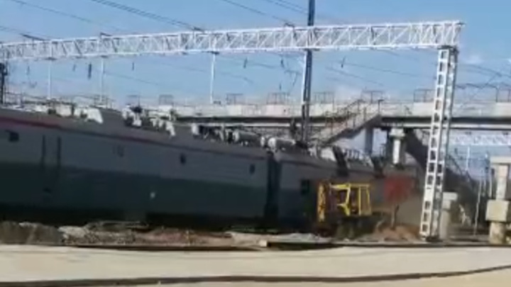 Поезд снес трактор в Амурской области. Видео