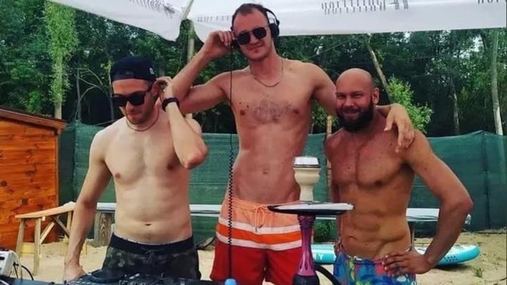 Тела трех утонувших после столкновения с баржей диджеев найдены в Волге
