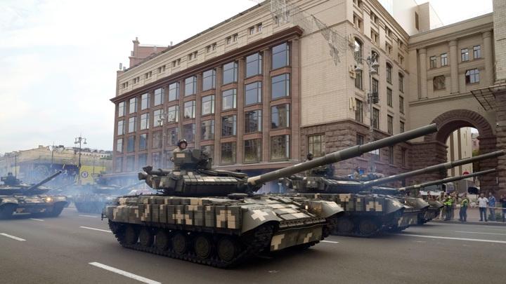 День незалежности: на улицы Киева вышли националисты и старая бронетехника