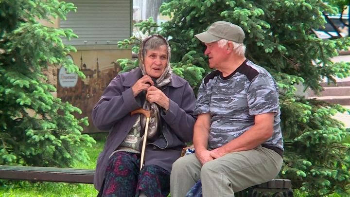 Пенсионеры могут получить выплаты или подарки ко Дню пожилых людей