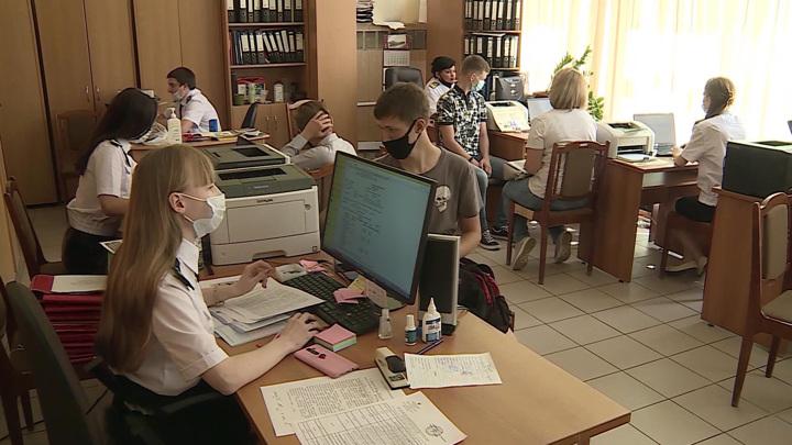 Вакцинация студентов и система поступления: интервью с Фальковым