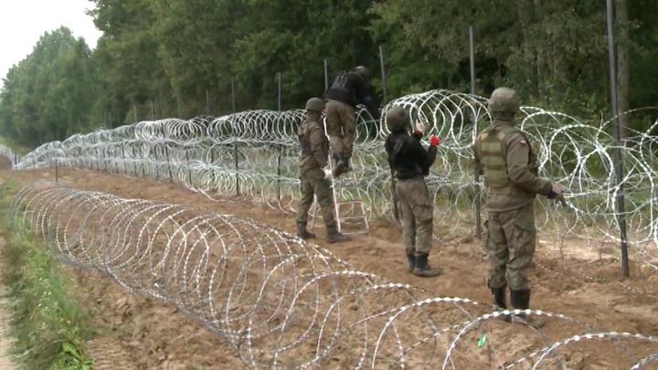 На границе Польши и Белоруссии распылили слезоточивый газ