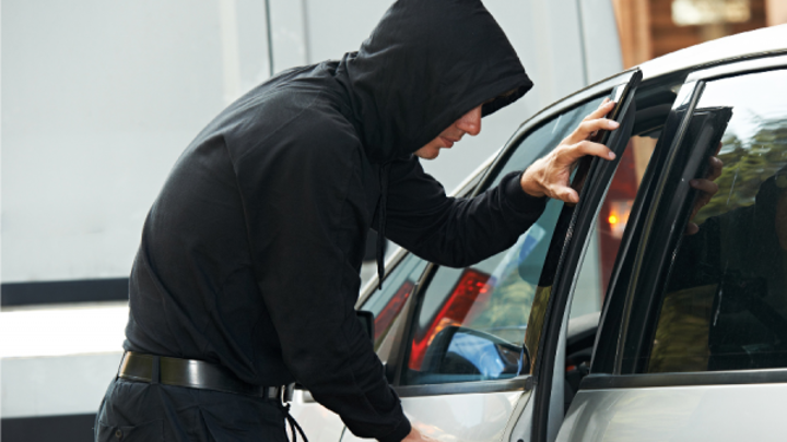 В Костромской области завели уголовное дело на подростка, угнавшего машину у отца