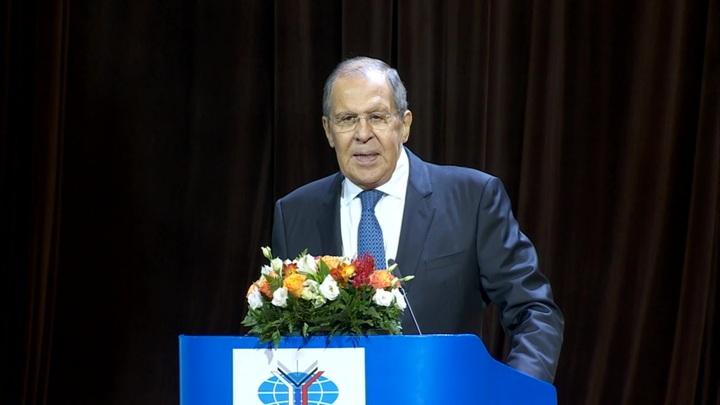 Лавров заявил, что Запад пытается затормозить развитие России
