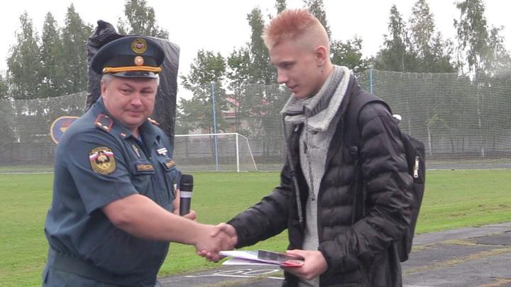 Подростка, спасшего тонущую девочку, наградили во Владимирской области