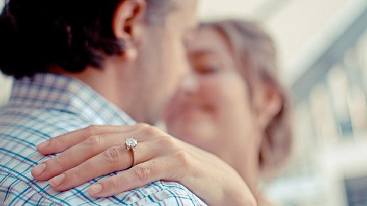 В Новосибирске каждый третий мужчина готов услышать от любимой предложение руки и сердца