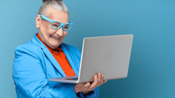 Кострома вошла в ТОП-10 по активности пенсионеров в интернете