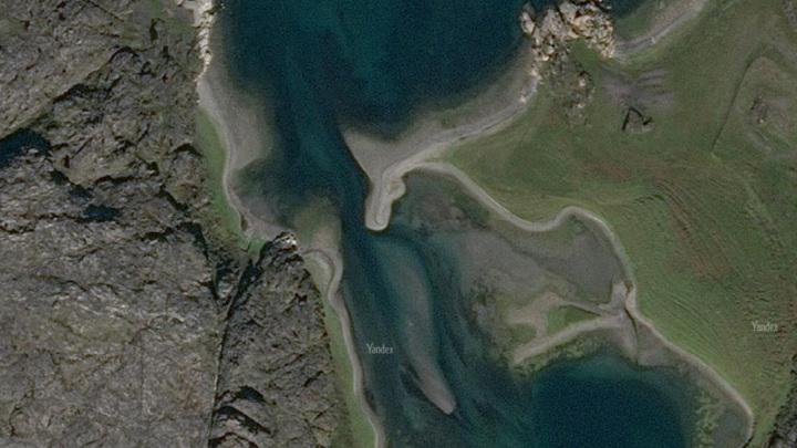 Судно перевернулось в Баренцевом море, потерпевших ищут