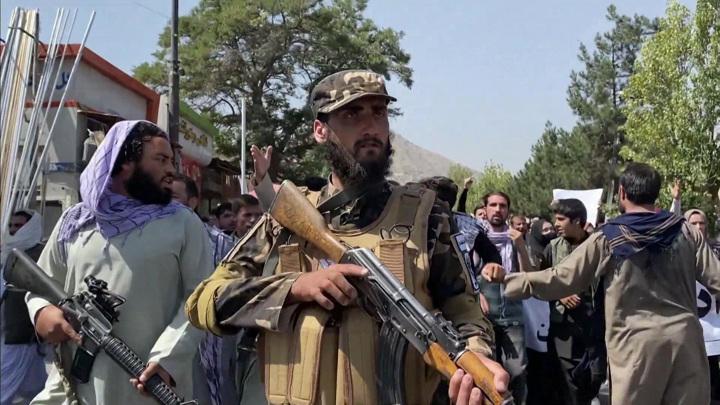 Талибы высекли плетьми жителя в провинции Тахар