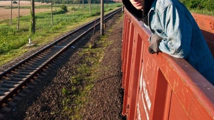 """В Хакасии задержали новосибирца за """"вояж"""" на грузовом поезде"""
