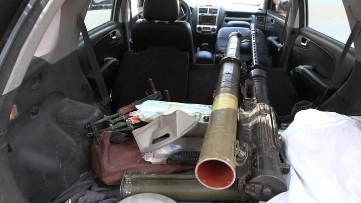В городе Дераа в Сирии боевики сдают оружие войскам правительства