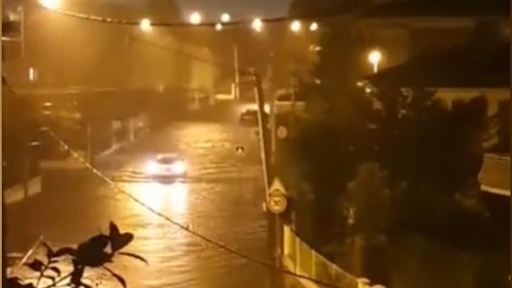Красный уровень метеорологической опасности объявлен на юге Франции из-за осадков
