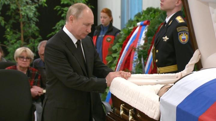 Путин приехал почтить память трагически погибшего главы МЧС